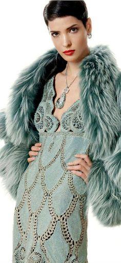 Um lindo vestido para noite, no inverno