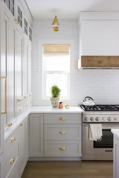 Designing Brick Kitchens for Your Style Home   Fireclay Tile Home Interior, Kitchen Interior, New Kitchen, Kitchen Decor, Interior Design, Kitchen Ideas, Kitchen Tips, Kitchen Trends, Awesome Kitchen