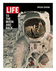 "Vintage Life Magazine - Special Edition ""To The Moon and Back"" - August 1969 - Moon Landing - Souvenir . I remember being sent home from school so we could watch the moon landing on TV. Life Magazine, Cool Magazine, Magazine Photos, Magazine Design, Magazine Man, Art Pulp, Foto Picture, Magazin Covers, Life Cover"