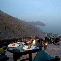 Entre terre et mer on vous a réservé la plus jolie vue pour le #diner ! #Oman #sixsenseszighybay #seetheworld #upgrade #voyage #voyageprive #travel #detente #evasion #break #instagram #instatravel #discover #evasion #view #vacation #traveling Hotels-live