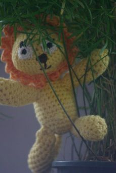 Crochet a lion. Check also my website www.hobsies.weebly.com or https://www.facebook.com/HobsiesHaaksels?ref=hl