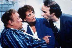Con Claudia Cardinale e Herbert Lom in Il figlio della Pantera Rosa di Blake Edwards (1993), in cui a Roberto Benigni viene affidata la parte del figlio dell'ispettore Clouseau, l'indimenticabile Peter Sellers.
