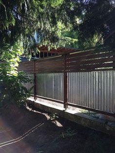 29 DIY Backyard Privacy Fence Design Ideas on A Budget - Insidexterior Diy Privacy Fence, Privacy Fence Designs, Privacy Walls, Backyard Privacy, Diy Fence, Fence Landscaping, Backyard Fences, Garden Fencing, Front Yard Fence
