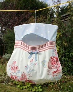 I know that this is a clothes pin bag, but it's so cute.   I love the fabric.