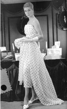 "Dior's polka-dot confection called ""Sao Paulo"", 1957 - Dior's polka-dot confection called ""Sao Paulo"", 1957 Dior's polka-dot confection called ""Sao Paulo"", 1957 Vintage Glamour, Vintage Dior, Vintage Couture, Vintage Mode, Vintage Beauty, Vintage Hats, Fifties Fashion, Retro Fashion, Vintage Fashion"