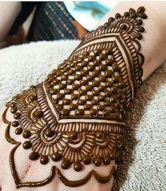 Just love this henna design Indian Mehndi Designs, Modern Mehndi Designs, Wedding Mehndi Designs, Mehndi Design Pictures, Beautiful Mehndi Design, Mehndi Images, Wedding Henna, Bridal Mehndi, Desi Wedding