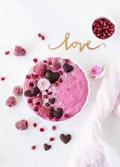 Smoothie bowl with Raspberries, coconut and yoghurt - Valentinstag ● Sweets for my sweet - Smoothie Recipes Smoothie Bowl, Smoothie Fruit, Blackberry Smoothie, Blackberry Syrup, Healthy Smoothies, Smoothie Recipes, Raspberry Yoghurt, Raspberry Chocolate, Chocolate Cheesecake
