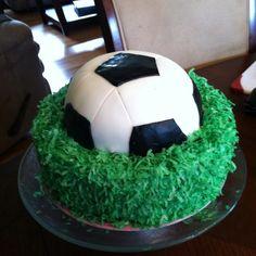 Soccer cake - wish I was this creative Soccer Cupcakes, Soccer Cake, Cake Ideas, Pastel, Random, Creative, Sports, Desserts, Food