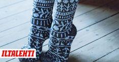 Novitan 90-vuotista taivalta lankojen valmistajana juhlitaan tietysti villasukkien voimalla. Leg Warmers, Socks, Legs, Knitting, Pattern, Hot, Fashion, Leg Warmers Outfit, Moda