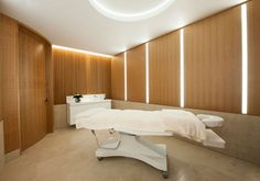 Inside The Wellness Clinic at Harrods, the ultimate self-improvement space offering a approach to wellbeing and beauty Clinic Interior Design, Clinic Design, Wellness Clinic, Aesthetic Clinic, Beauty Clinic, Treatment Rooms, Facial Skin Care, Harrods, Salon Ideas
