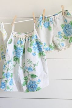 Sewing Gift For Kids DIY girls pajamas from vintage sheets step by step sewing tutorial and video tutorial with measurement for sizes - Love Sewing, Sewing For Kids, Sewing Hacks, Sewing Tutorials, Sewing Tips, Sewing Ideas, Dress Tutorials, Video Tutorials, Sewing Clothes