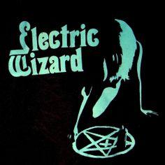 T-SHIRT : High Quality Cotton, Comfortable Cotton. Doom Metal Bands, Crust Punk, Stoner Rock, Band Wallpapers, Skateboard Design, Band Posters, Black Sabbath, Band Shirts, Psychedelic Art