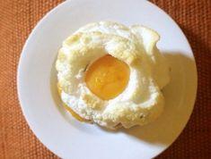 Uovo nuvola Breakfast Specials, Breakfast Items, Ketogenic Recipes, Keto Recipes, Ricotta, Creative Food Art, Brunch, Antipasto, Original Recipe