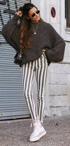 how to style stripped pants : oversized knit sweater + bag + converse
