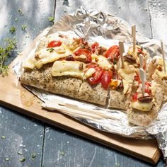 Bbq-focaccia Productfoto ID Shot Cheesesteak, Barbecue, Ethnic Recipes, Food, Salads, Barbacoa, Meal, Barrel Smoker, Bbq Grill