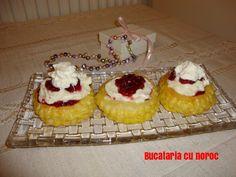 Vol - au - vent cu mascarpone si rom - Bucataria cu noroc Vol Au Vent, Cheesecake, Simple, Desserts, Food, Sweets, Mascarpone, Tailgate Desserts, Deserts
