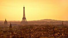 La tour Eiffel a rejoint Twitter lundi après-midi. Déjà présente sur Facebook et Instagram, la Dame de fer fait enfin son entrée sur le réseau social, déclenchant une vague de tweets de la part des monuments du monde entier.