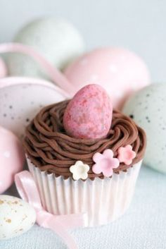 Easter cupcakes with eggs and flowers in pastels