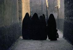 harry gruyaert(1941- ), morocco. dark covered street of erfout medina. 1986. http://www.magnumphotos.com/C.aspx?VP3=SearchDetail&VBID=2K1HZOQWH65J9Z&PN=4011&IID=2S5RYDYCPOZN