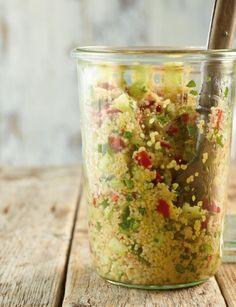 Rezept für Couscous-Salat bei Essen und Trinken. Ein Rezept für 4 Personen. Und weitere Rezepte in den Kategorien Gemüse, Getreide, Kräuter, Hauptspeise, Beilage, Salate, Einfach, Vegetarisch, Vegan.