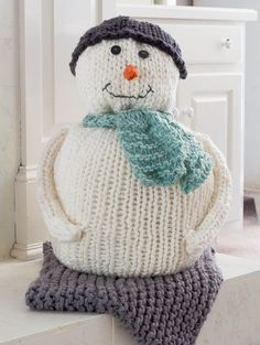 This is a simple chunky knitted snowman pattern that is so much fun to knit. Since you use chunky yarn and extra large knitting needles. Circular Knitting Needles, Loom Knitting, Knitting Patterns Free, Free Knitting, Free Pattern, Knit Patterns, Yarn Projects, Knitting Projects, Knitted Blankets