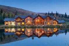 Иметь великолепный дом, на природе в далеки от города, на берегу прекрасного озера, значит иметь самое душевное место.