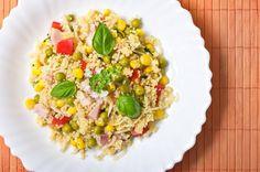 Insalata di cous cous con piselli, mais, prosciutto cotto, peperoni e germogli di soia. #ricette #couscous #cucinedalmondo