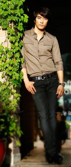 song seung heon....you are such a handsome man!!!! <3<3<3<3