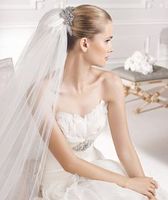 MIRRA » Wedding Dresses » 2015 Dreams Collection » La Sposa (close up)