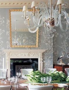 Dining room with Gracie wallpaper and Art Deco mirror and chairs in the Lauders' Palm Beach home. Gracie Wallpaper, Of Wallpaper, Beautiful Wallpaper, Painted Wallpaper, Painted Walls, Wallpaper Designs, Hand Painted, Bathroom Wallpaper, Wallpaper Ideas