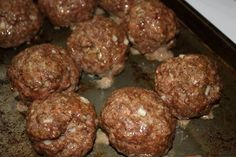 Incredible Baked Meatballs - 1 lb lean ground beef 2 eggs, beaten with cup milk cup grated Parmesan 1 cup panko or bread crumbs 1 small onion, minced 2 cloves garlic, minced teaspoon oregano 1 teaspoon salt freshly ground pepper to taste cup minced … Easy Baked Meatballs, Baked Meatball Recipe, Meatball Bake, Meatball Recipes, Meat Recipes, Cooking Recipes, Quick Recipes, Healthy Recipes, Meatballs 2
