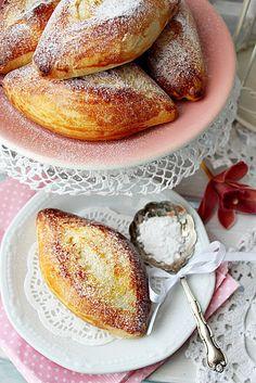 Illéskrisz Konyhája: ~ LES NAVETTES ~ Bread Recipes, Cookie Recipes, Hungarian Recipes, Bread Rolls, Creative Cakes, Bread Baking, Cake Cookies, Baked Goods, Food Porn