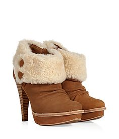 Slip on cozy . fall and winter Ugg Boots, Shoe Boots, Shoes, Must Have Gadgets, Brown Shoe, Ugg Australia, Cosy, Uggs, Slip On