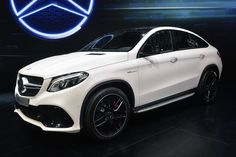 Mercedes is throwing its weight into the luxury, crossover coupe segment with the GLE Coupe with two models at the 2015 Detroit Auto Show. Mercedes Suv, Mercedes G Wagon, Luxury Sports Cars, Luxury Suv, Sport Cars, Suv Cars, Luxury Life, G 63 Amg, Luxury Crossovers