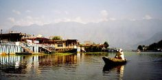 Bilder aus Nepal und Indien. Pictures from Nepal and India. The Dallake in Kashmir https://www.asien.l-seifert.de/Kashmir/Dal-Lake-2.html