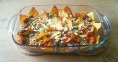 Hmmm, dit is misschien wel een van mijn favoriete gerechten. Zeg nou zelf: wanneer eet je nu chips bij het avondeten? Fijn aan dit gerecht is ook dat het binnen no time op tafel staat. Je moet wel even wat groenten snijden maar daarna staan je nachos zó op tafel. Nachos vind ik echt heerlijk.Read more