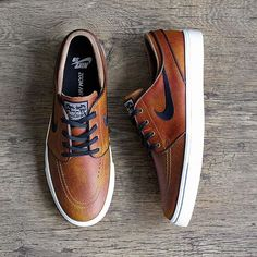 39 new Ideas for sneakers nike outfit stefan janoski sneakers is part of Nike sneakers outfit - New Sneakers, Casual Sneakers, Casual Shoes, Sneakers Nike, Mens Fashion Shoes, Sneakers Fashion, Janoski Nike, Nike Tennis, Mode Masculine
