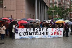 Barakaldo Digital: Decenas de personas protestan ante el palacio de justicia por las agresiones sexistas