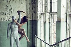 Capturing people in movement, Bertil Nillson, Swedish photographer and filmmaker currently residing in London, focusses on dancers and circus people with his work. Hiscreative output is full of life and energy, celebrating the human body in its grace.