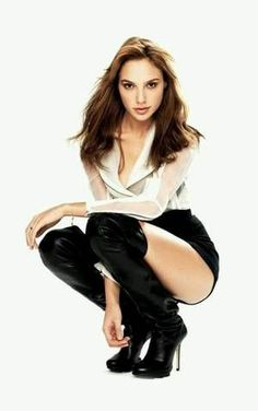 Wonder Woman Gal Gadot Gadot is one of the hottest women in movies and on TV. We compiled the sexiest photos of Gal Gadot from various photo spreads. Gal Gadot Photos, Gal Gardot, Photographie Portrait Inspiration, Gal Gadot Wonder Woman, Glamour, Woman Crush, Mannequins, Lady, Gorgeous Women