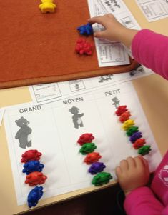 Sorting of cubs - Vivi& kindergarten - Sorting of cubs – Vivi& kindergarten - Maths Day, Fun Math, Kindergarten Math, Teaching Math, Counting Bears, High Scope, Numicon, Petite Section, Math Centers