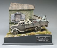 """""""Goodbye Lenin - Mariupol, October 1941"""" 1/35 scale. By Roy Schurgers. """"In his…"""