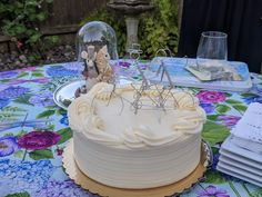 Thank you Lucy for sharing this pic of your lovely wedding cake with our tandem bicycle riders cake topper. Click image to see listing on Etsy. Custom orders welcome. Wedding Cake Toppers, Wedding Cakes, Tandem Bicycle, Etsy, Image, Wedding Cake Embellishments, Wedding Gown Cakes, Wedding Pie Table, Wedding Cake
