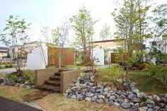 Backyard / Garden ロックガーデン、植栽、庭木、雑木 Stone Cladding, Pool Fence, Backyard, Patio, Garden S, Succulents Garden, Home Lighting, Architecture Design, Garden Design