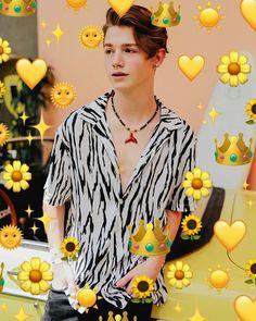 Your my sunflower . Tag:@iitspayton #paytonmoormeier #payton #paytonedits... Your my sunflower . Tag:@iitspayton #paytonmoormeier #payton #paytonedits #iitspaytonfanpages #idkpayton #iitspayton #yourpage #turtlekingdom #yourwholelifeispayton #iitspaytonfanpages #love #yellow #sun #hot #cute Cute Emo Boys, Cute Teenage Boys, Cute Guys, My Future Boyfriend, To My Future Husband, Guys And Girls, My Boys, Hi Pics, Teenage Boy Fashion
