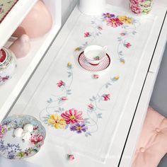 Lista, kit Cross Stitching, Watercolor Art, Embroidery, Runners, Cross Stitch Embroidery, Paths, Table Runners, Towels, Punto De Cruz