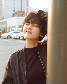 Ideas for hair short girl pixie tomboys Korean Short Hair, Korean Girl, Girl Short Hair, Short Girls, Lee Joo Young Hair, Peinados Pin Up, Shot Hair Styles, Girl Crushes, Ulzzang Girl