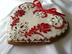 . Flower Cookies, Heart Cookies, Biscuit Cookies, Fun Cookies, Cupcake Cookies, Sugar Cookies, Cupcakes, Valentines Sweets, Valentine Cookies