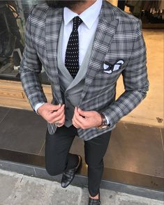 Size Suit material: Satin Fabric, Lycrawashable : No Fitting :Slim-fit Remarks: Dry Cleaner Season : 2019 Spring Wedding Season Blazer Outfits Men, Stylish Mens Outfits, Mens Fashion Suits, Mens Suits, Mens Casual Suits, Cristian Gray, Grey Tuxedo, Plaid Suit, Plaid Blazer