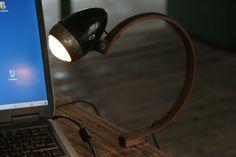 USB betriebene Desktoplampe mit LED Leuchtmittel. #upcycling #DIY